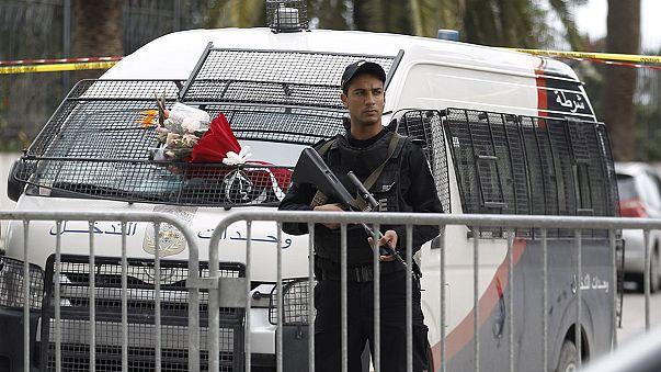 В Тунисе введено чрезвычайное положение и комендантский час