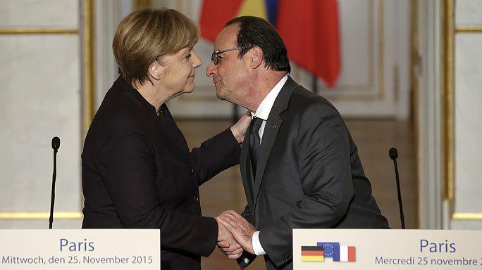 ميركيل تلتزم في باريس بمضاعفة جهودها لمكافحة الإرهاب
