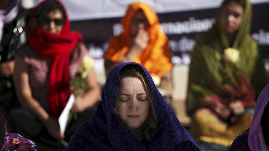 Gegen Gewalt an Frauen: Proteste und Aktionen weltweit