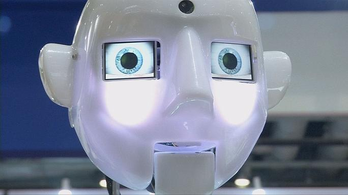 """روبوتات تحاكي تصرفات البشر في معرض""""الروبوت العالمي"""" في بكين"""