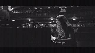 Σάρα Μπαρέλες: Δίσκος με τα τραγούδια του μιούζικαλ «Η Σερβιτόρα»