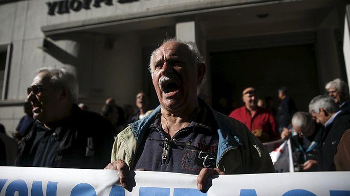 Marcha multitudinaria en Atenas contra la reforma del sistema de pensiones griego