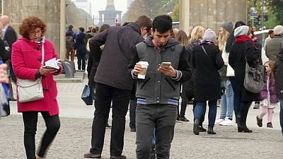 """Germania, Gabriel: """"No guerra tra poveri, salario minimo anche ai rifugiati"""""""