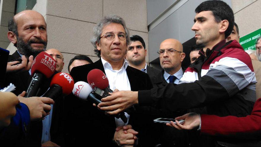 Gazeteci Dündar ve Gül MİT TIR'ları davasında tutuklandı