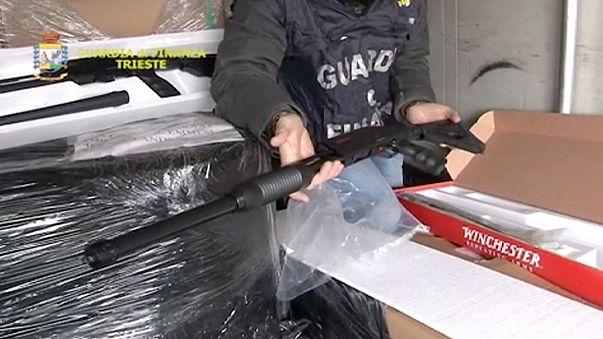 İtalyan polisi silah dolu Türk tıra el koydu