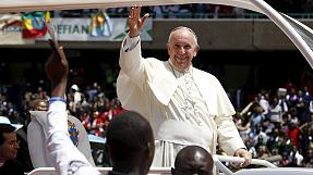 Kenya: Pope Francis visits slum, calls for more to be done about poverty