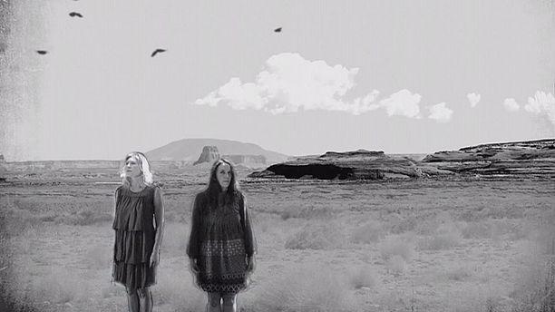 The Wainwright sisters sing El Condor Pasa