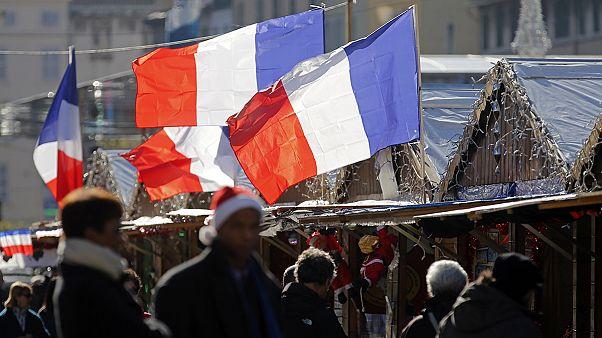 فرانسویها یاد قربانیان حملات سیزدهم نوامبر پاریس را گرامی داشتند