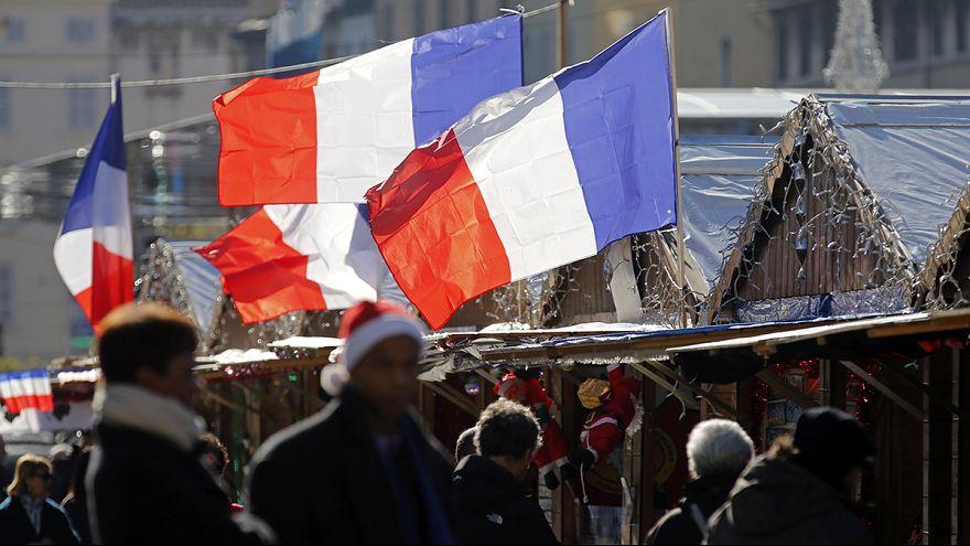 """Saldırılarla sarsılan Fransızlar """"milliyetçi değerlere"""" sığındı"""