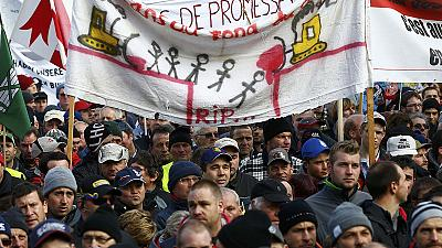 Diez mil granjeros suizos se manifiestan contra la austeridad