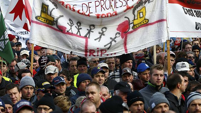Swiss farmers march against austerity