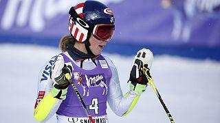 الأمريكية شيفرين تفوز في الجولة الأولى من سباق التعرج العملاق بآسبن