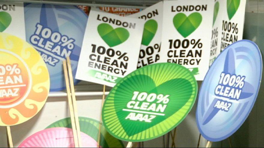 Gigafelvonulást tartanak Londonban a klímaváltozás ellen