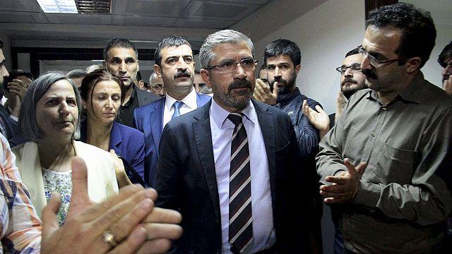 A lelőtt ügyvéd miatt és a kurdok jogaiért tüntettek Törökországban