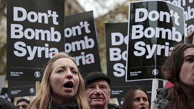 مظاهرات احتجاجية في لندن وباريس ضد توسيع العمل العسكري في سوريا