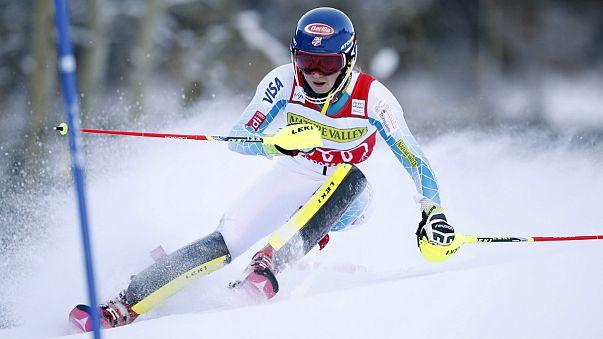 """Esqui Alpino: Shiffrin """"arrasa"""" a concorrência no primeiro """"slalom"""" da época"""