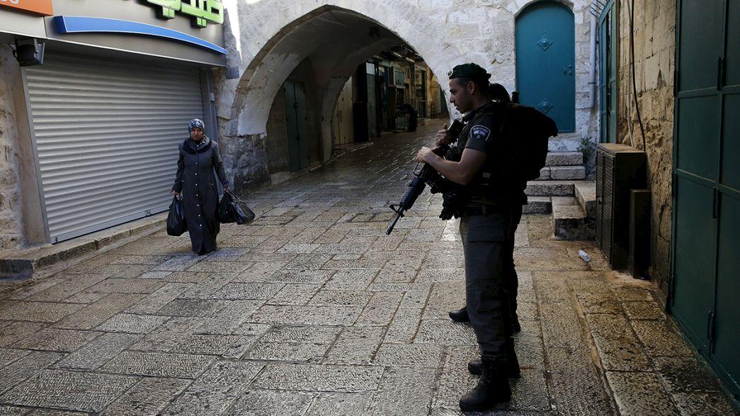 Un israelí y una mujer extranjera heridos en ataques palestinos con cuchillo en Jerusalén, un agresor abatido y otro detenido