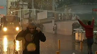Gases lacrimógenos en una manifestación en memoria del abogado prokurdo Tahir Elçi