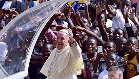 nocomment: Pope Francis attracts huge crowds in Uganda