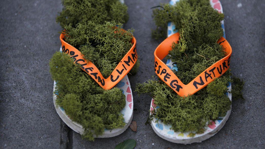 COP21: miles de zapatos toman la Plaza de la República de París
