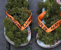 COP21: des paires de chaussures remplacent les manifestants place de la République