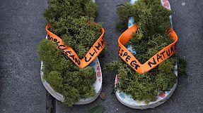Schuhe statt Menschen: Auch Paris demonstriert für mehr Klimaschutz