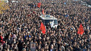 Multitudinario último adiós al célebre abogado prokurdo Tahir Elçi en Diyarbakir