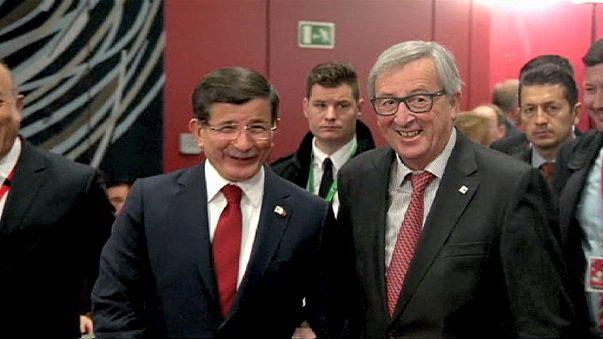 Vertice Ue-Turchia, 3 mld di euro per frenare il flusso dei rifugiati verso l'Europa