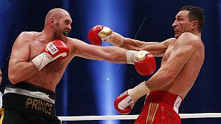 الملاكم البريطاني تايسون فيوري بطل عالمي جديد للملاكمة في الوزن الثقيل