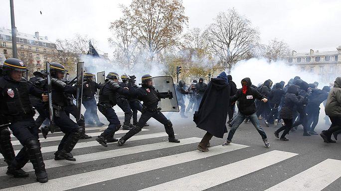 Париж: митинги и столкновения на месте терактов