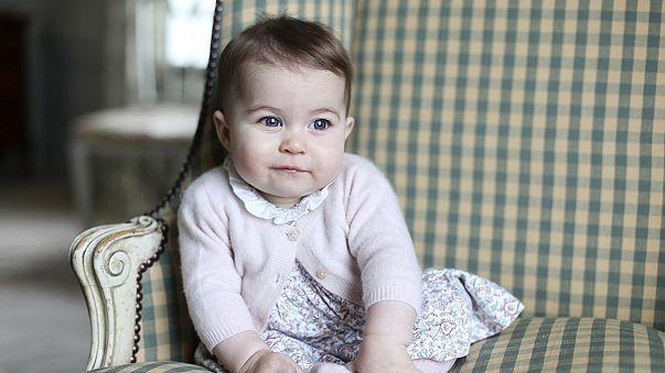 Британцам показали новые фото принцессы Шарлотты