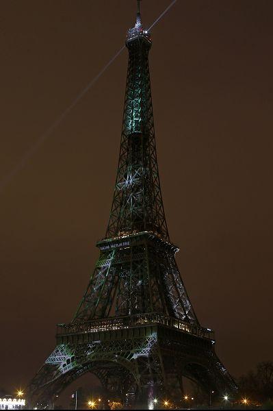 COP21 : La tour Eiffel se pare de vert