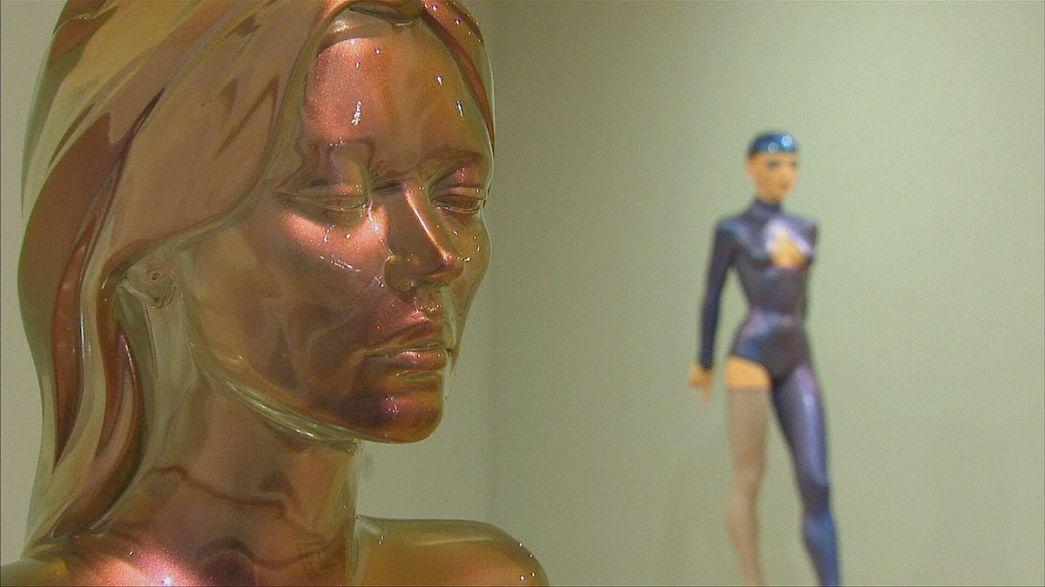 Allen Jones reinventa la figura femenina en su nueva exposición en Londres
