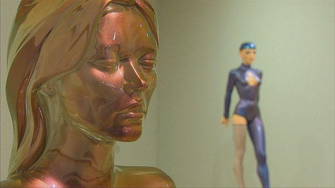 Kate Moss teste és Allen Jones művészi fantáziája