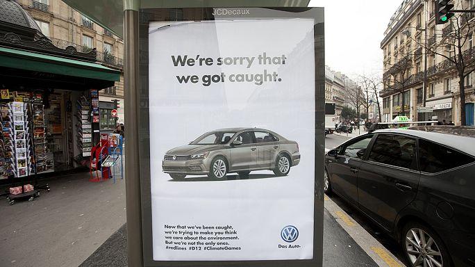 600 affiches détournées en réaction à la COP21