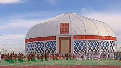 Turkmenistan's biggest Yourte – nocomment