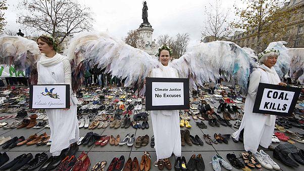 حوالي 1000 ناشط بيئي في باريس جاؤوا مشيا على الأقدام من القطب الشمالي
