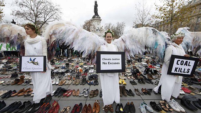 Çevreci aktivistlerden Paris'te 'sessiz' protesto