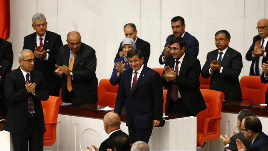 AK Parti Genel Başkanı Ahmet Davutoğlu başkanlığında kurulan 64. Hükümet 315 oyla TBMM'den güvenoyu aldı