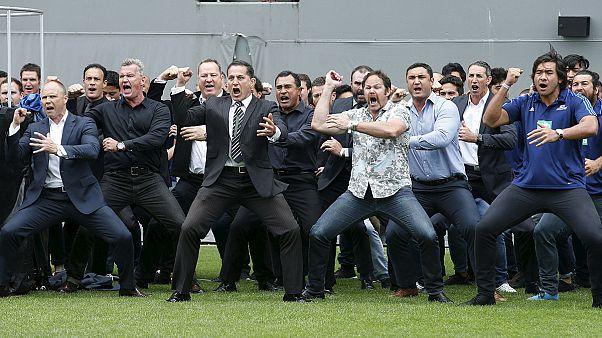 Új-Zéland: harci énekkel búcsúztatták a rögbilegendát