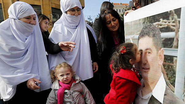 جبهة النصرة تفرج عن 16 عسكريا لبنانيا ،كانوا مختطفين لديها ضمن صفقة تبادل أسرى