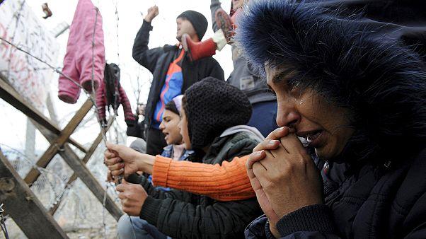Makedonya savaş bölgelerinden gelemeyen mültecileri engellemeye devam ediyor