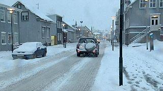 Schwerer Wintersturm über Island
