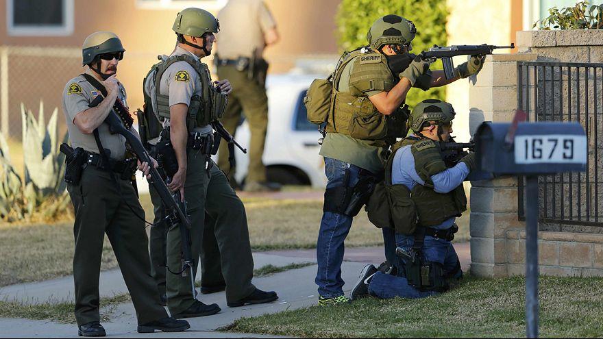 San Bernardino, due sospetti uccisi, una terza persona arrestata, mistero su movente strage