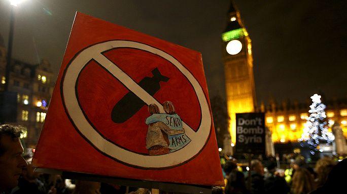 A brit parlament elsöprő többséggel megszavazta a brit légicsapásokat Szíriában