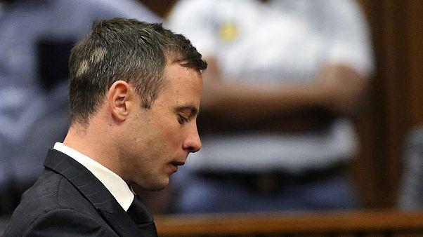 """محكمة الاستئناف العليا في جنوب أفريقيا تدين العداء أوسكار بيستوريوس بتهمة """"القتل العمد"""" لصديقته"""