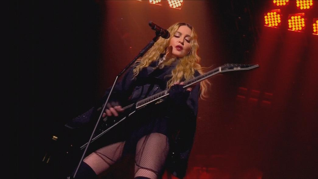 Madonna 'Rebel Heart' turnesi kapsamında Londra'da sahne aldı