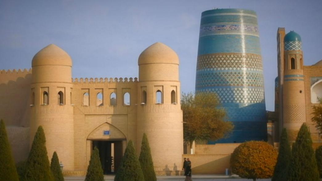 Minarete Azul de Jiva, ícono uzbeko