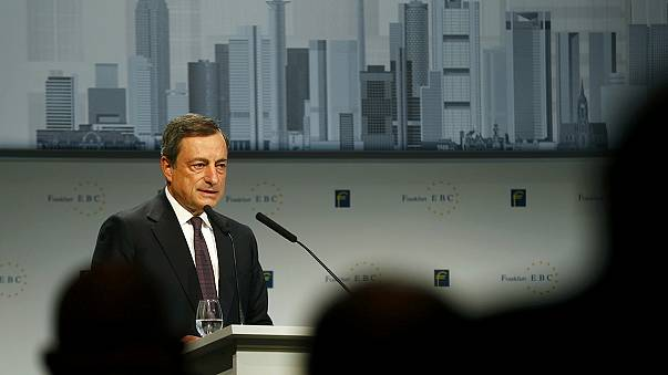 البنك المركزي الأوروبي يخفض أسعار الفائدة على الودائع إلى - 0.3 بالمئة