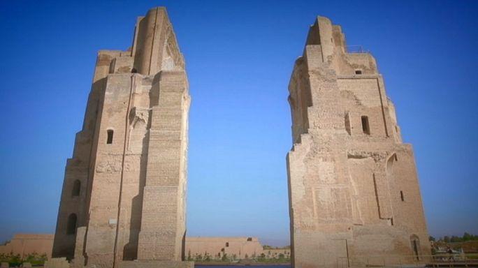 Üzbegisztáni képeslapok: szökőkút a palota tetején